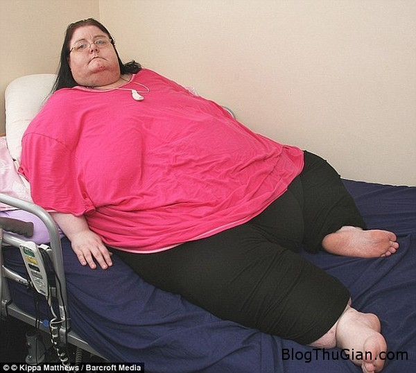 nguoi phu nu nang 254kg khong ra duong suot 6 nam vi qua beo Người phụ nữ béo nhất nước Anh đã qua đời ở tuổi 44