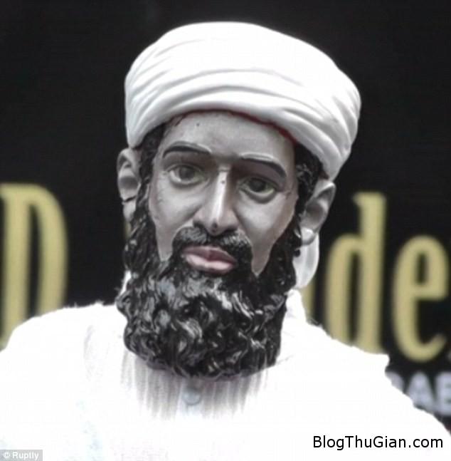 1416046495850 wps 11 dmvidpics 2014 11 15 at 0 c570d Đấu giá búp bê hình trùm khủng bố Osama Bin Laden
