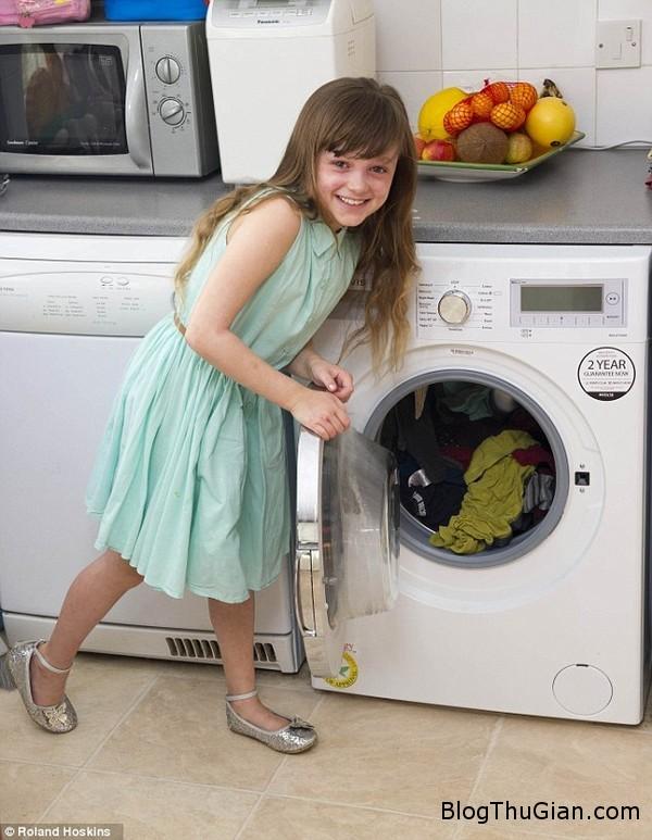 be gai bi di ung bong khoi benh nho may giat Cô bé mắc bênh dị ứng khỏi bệnh nhờ chiếc máy giặt