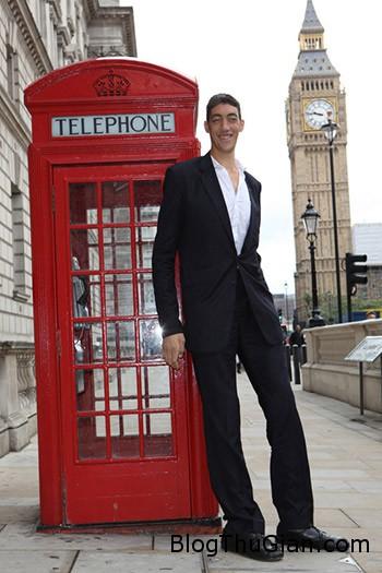 cuoc cham tran giua nguoi dan ong cao nhat va thap nhat the gioi Cuộc hội ngộ thú vị của người đàn ông cao nhất và thấp nhất thế giới
