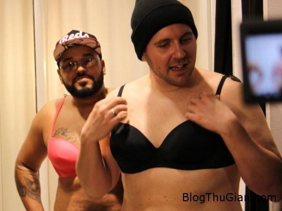 fake boobs 550x412 29dc5 Chàng trai kỳ lạ : bơm ngực vì muốn thử cảm giác mặc áo ngực