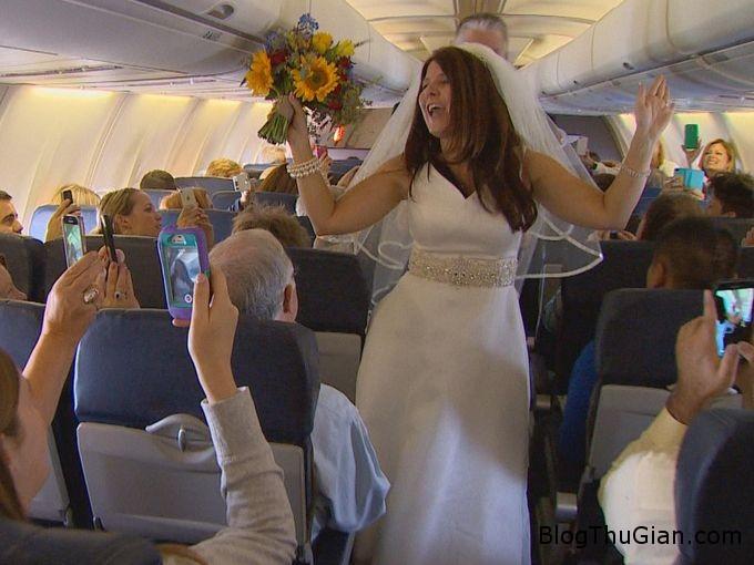 wedding1 834df Đám cưới đầu tiên trên không trung