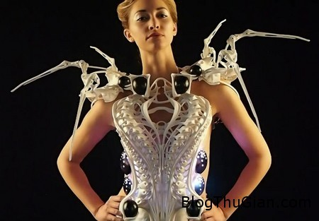 Spider Dress 1 be559 Áo có thể đọc được cảm xúc người mặc