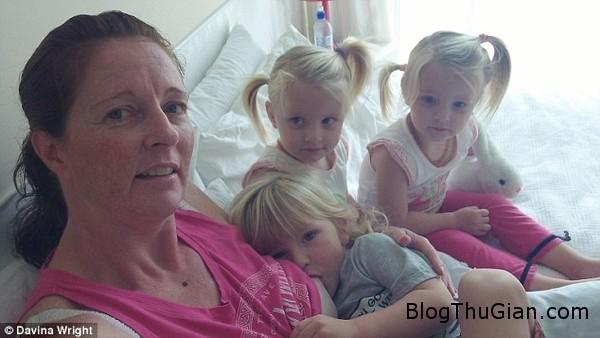 ba me sinh ba van dang cho con bu khi chung 3 tuoi Chị em sinh 3 đến 3 tuổi vẫn còn bú mẹ