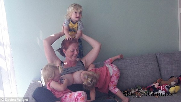 ba me sinh ba van dang cho con bu khi chung 3 tuoi1 Chị em sinh 3 đến 3 tuổi vẫn còn bú mẹ