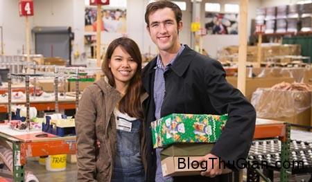 christmas gift fate 31214 b2bac Thiếu nữ dùng facebook để tìm người đàn ông gửi quà giáng sinh cho mình 14 năm trước