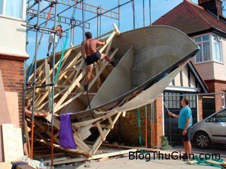 tau 151214 0aa2a Đóng thuyền từ gỗ thừa sau sân vườn
