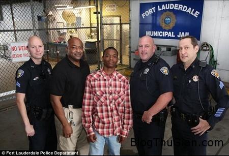 Hero kid 1 4ae88 Tội nhân trở thành anh hùng khi cứu cảnh sát khỏi cơn đau tim