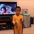 Bé 4 tuổi biểu diễn võ thuật siêu như Lý Tiểu Long