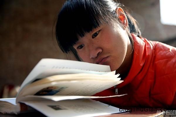 co be tan tat kinh doanh online bang mui va cam Khâm phục nghị lực của cô bé tàn tật tự kinh dianh online bằng mũi và cằm