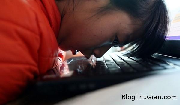 co be tan tat kinh doanh online bang mui va cam1 Khâm phục nghị lực của cô bé tàn tật tự kinh dianh online bằng mũi và cằm