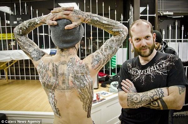 nguoi dan ong dung cam de 4550 chiec kim xuyen kin da thit Lặp kỷ lục thế giới với 4.550 cây kim xuyên qua da thịt ở kín lưng và cánh tay