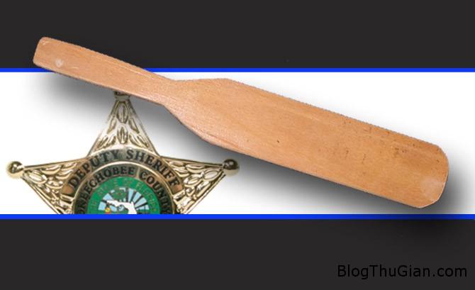 police spankings 2bc49 Mời cả cảnh sát về nhà để giám sát việc phạt đòn con