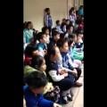 """Hàng trăm học sinh tiểu học thuộc làu và hát theo """"Chắc ai đó sẽ về"""" còn hơn cả Quốc Ca"""