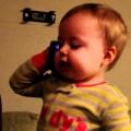 baby nói chuyện dt với bố như người lớn