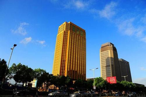 1439727032 1439717106 goldenbuilding 2 Lóa mắt với tòa nhà màu vàng chói lọi