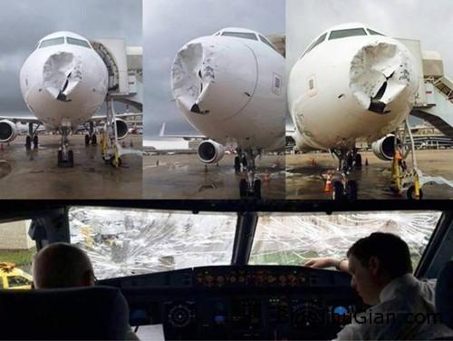 B9g 4EIIcAIghqN 4241 1425011466 Máy bay bị sét đánh móp đầu và nứt kính chắn gió