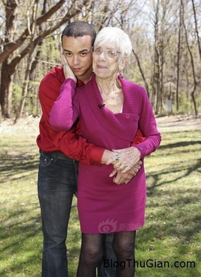 LiveLeak dot com 8d1 139944724 6532 9654 1399455406 Chuyện tình lệch pha chàng 31 tuổi yêu cụ bà 91 tuổi
