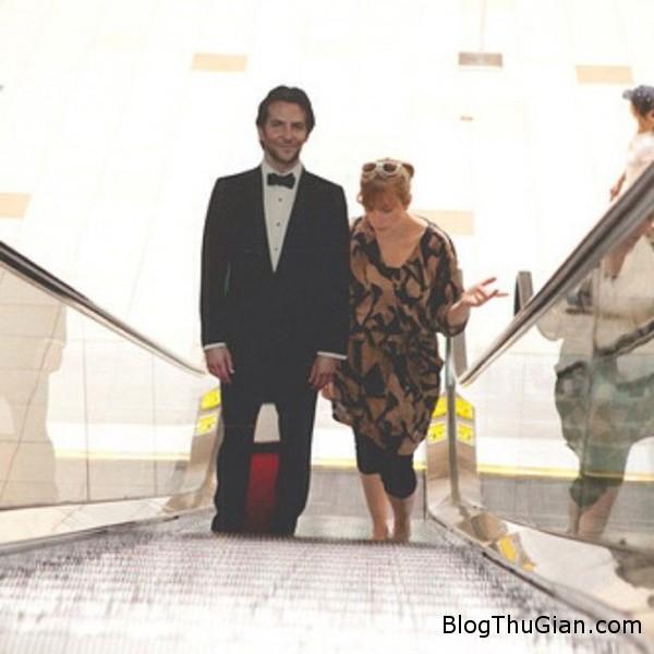 brad2 3038 1404363045 Một phụ nữ sống cùng hình nộm của Bradley Cooper