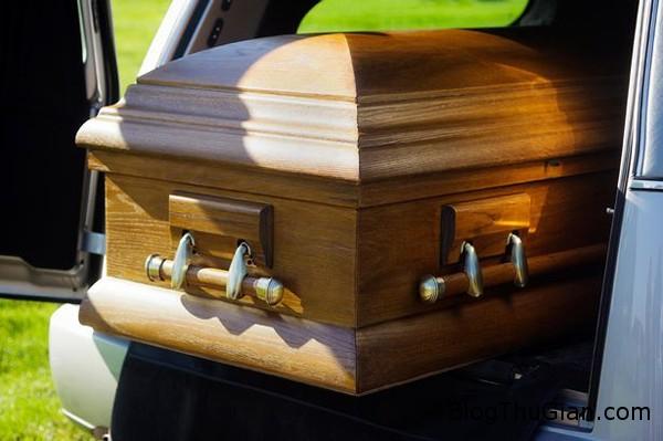 coffin 6183 1411792469 Người chết đập quan tài kêu cứu