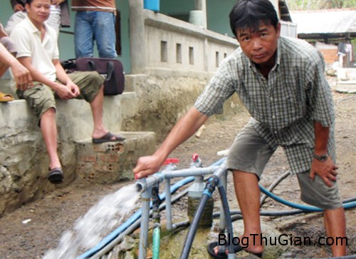 gieng la 7441 1409820807 Giếng khoan tự phun nước mà không cần môtơ