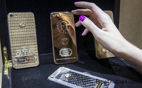 phone 8156 1404189439 Chiếc iPhone mạ vàng có in hình Tổng thống Putin