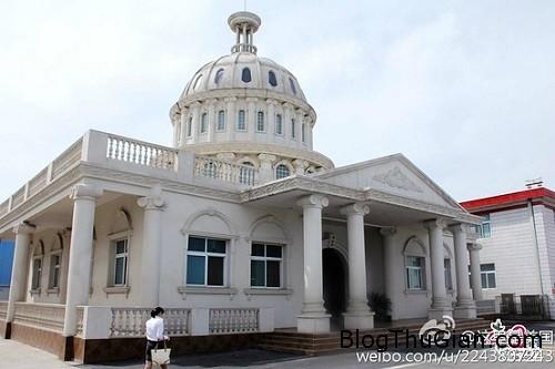 toi1 2656 1400480494 Trung Quốc xây nhà vệ sinh mô phỏng Nhà Trắng của Mỹ