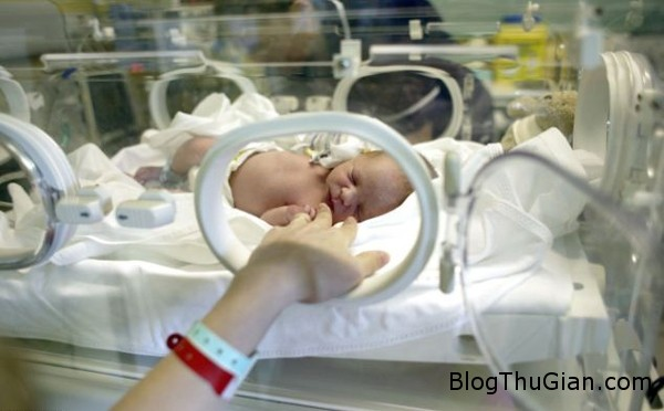 article 2605672 0D56B653000005 7517 4280 1397645244 Bé gái 12 tuổi và bé trai 13 tuổi trở thành ba mẹ trẻ nhất nước Anh