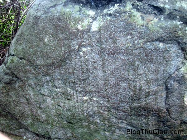 da1 2792 1392991733 Hòn đá với nhiều ký tự lạ được cho là bản đồ kho báu