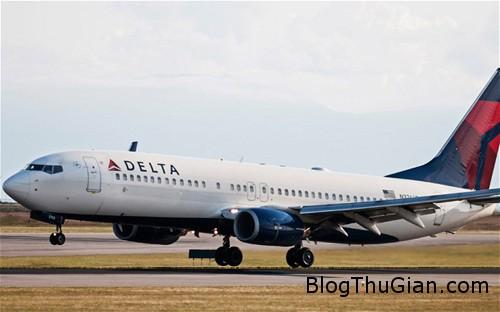 delta 8739 1381116909 Bé trai 9 tuổi đi máy bay mà không cần vé