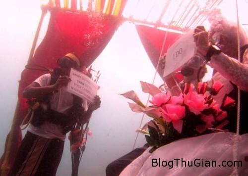 i do 7604 1386643057 Cặp đôi tổ chức đám cưới ở dưới Ấn Độ Dương