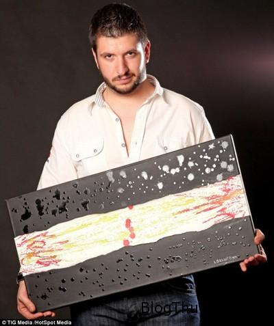 painter1 6874 1380947638 Vẽ tranh bằng mắt và mũi