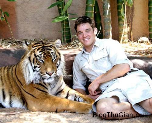 tiger 9742 1385603864 Sống sót sau khi bị hổ cắn