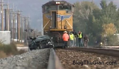 train1 1416 1381977229 Bị tàu hỏa đâm hai lần vẫn không chết