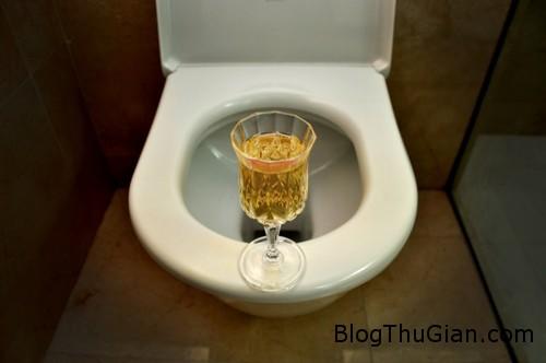 urine 1768 1382766667 Ông lão tiết lộ bí quyết sống lâu nhờ uống nước tiểu