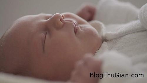 baby 1376465217 600x0 Hạ sinh em bé ngay trên máy bay