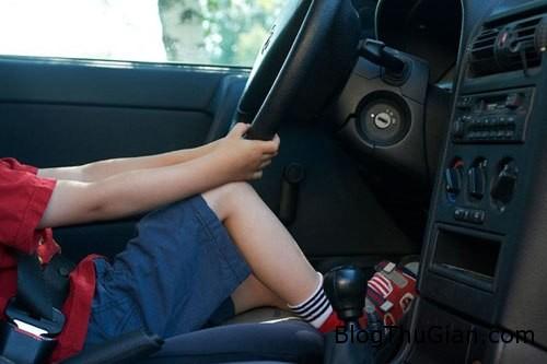 boy 289192 1368263065 600x0 Bé trai 6 tuổi trộm xe ôtô rồi lái đi mua đồ ăn sáng