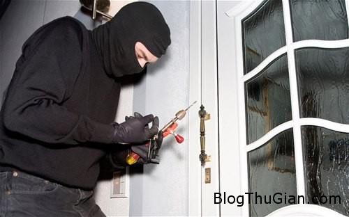 burglar 970368 1371781633 600x0 Trộm đột nhập nhà gặp phải xác chết