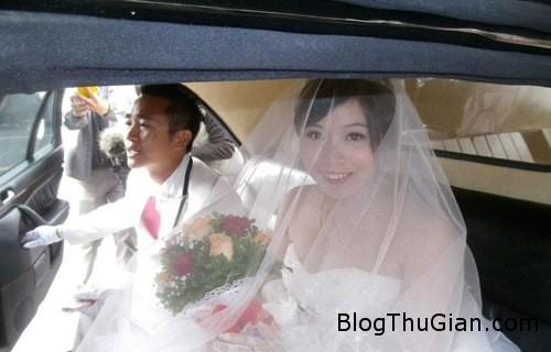 couple 264740 1368275311 600x0 Dùng xe tang để rước dâu