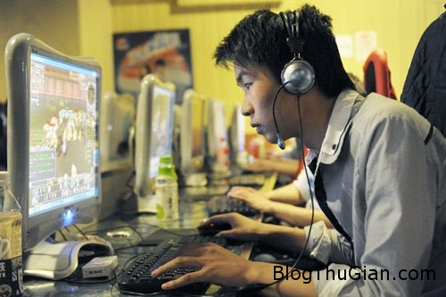 game 167909 1368280016 600x0 Chàng trai ăn, ngủ tại quán game suốt 6 năm trời