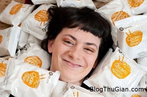 girl 724888 1368244276 600x0 Thiếu nữ ăn mì gói suốt 13 năm