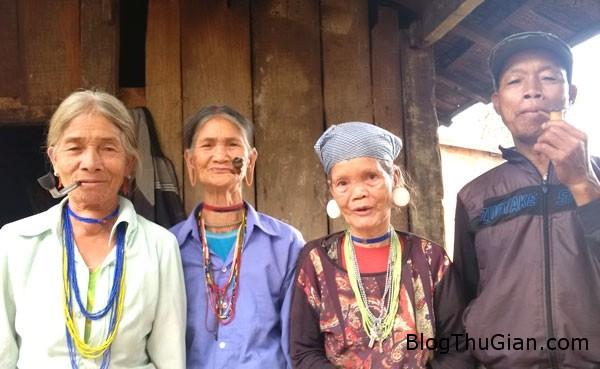 1441504997 1441464107 1441463957 cuop chon 2  Tục bắt chồng ở ngôi làng ngã ba biên giới