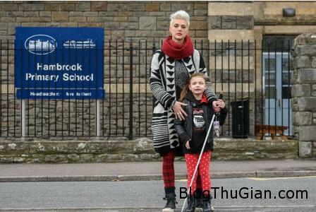 co be mu bi cam mang gay den truong hoc Cấm học sinh mù mang gậy đến trường