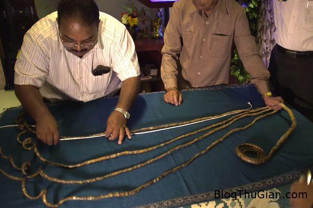 ki di nguoi dan ong hon 60 nam khong cat mong tay Người đàn ông nuôi móng tay hơn 60 năm không cắt