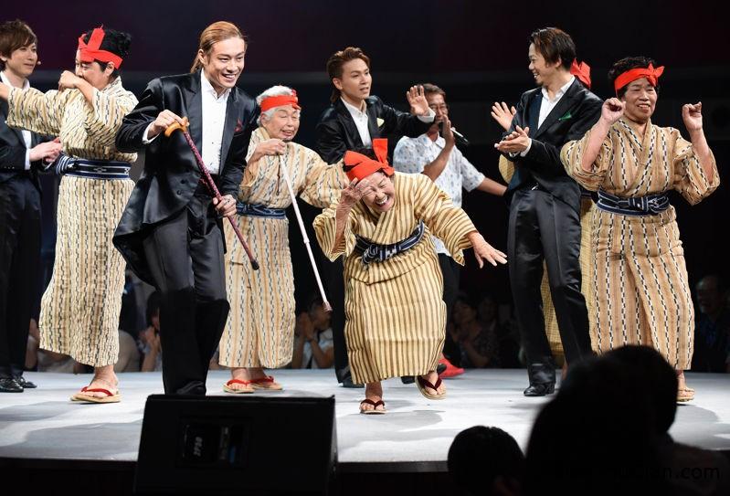 nhom nhac cac cu ba tren 80 noi nhu con o nhat ban1 Nhóm nhạc nổi như cồn ở Nhật Bản gồm các cụ bà trên 80 tuổi