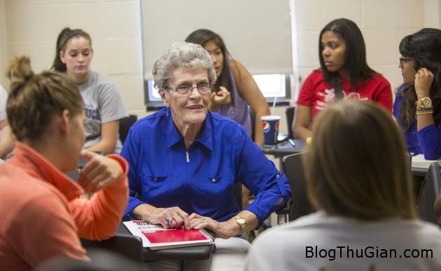 tro thanh tan cu nhan o tuoi 872 Cụ bà nhận bằng cử nhân ở tuổi 87