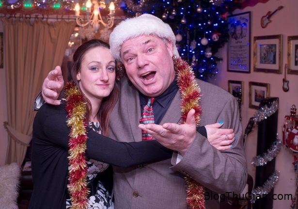 1450638626 1450638258 andy parks aka mr christmas and his daughter carrie anne Người đàn ông tổ chức lễ Giáng sinh mỗi ngày trong suốt 22 năm