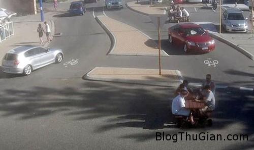 1450684008 1450678727 1 Rủ nhau lái...bàn ra phố