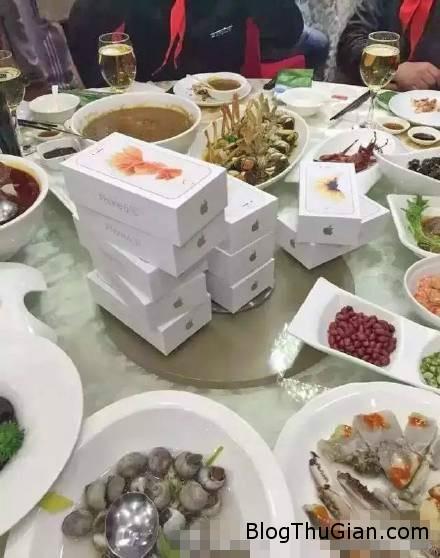 dai gia mang iphone 6s mau huong tang ban tieu hoc 23151350 Vị đại gia Trung Quốc mua iPhone 6S màu hường tặng bạn tiểu học