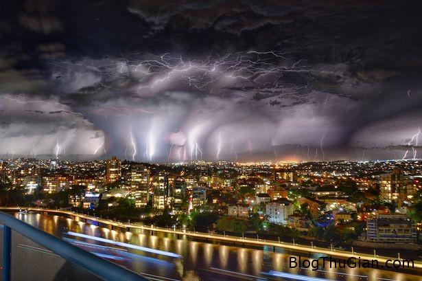la lung hien tuong 33 tia set cung danh xuong tu bau troi uc Hiện tượng 33 tia sét cùng nhau đánh xuống một thành phố ở Úc